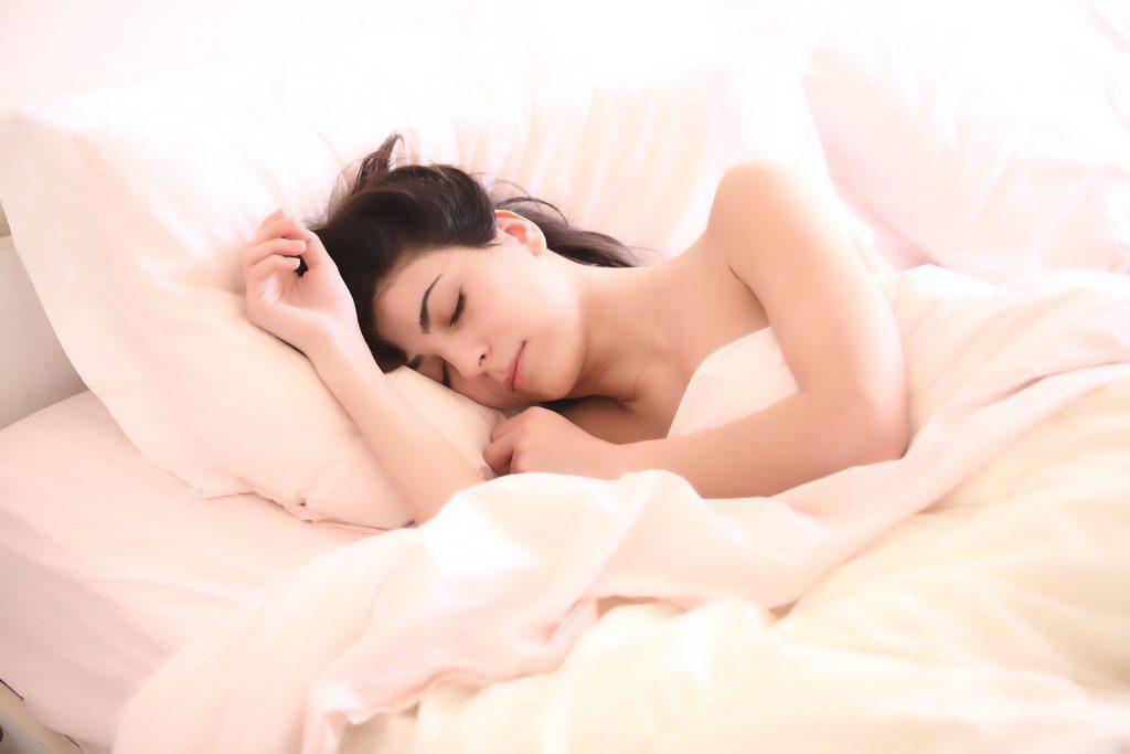 כך משפיעים המצעים- על השינה שלנו